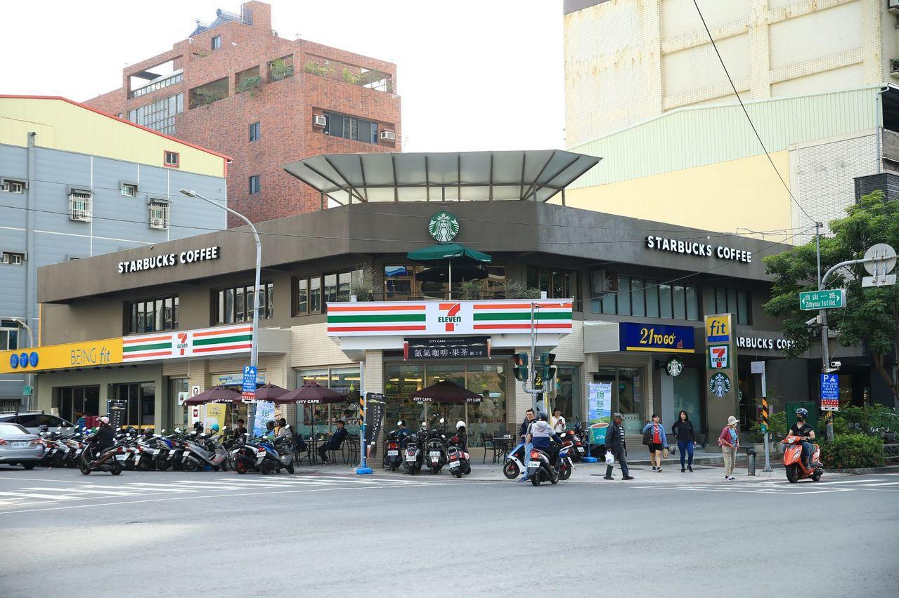 7-ELEVEN在高雄坎城門市發表全新複合店型。圖/7-ELEVEN提供