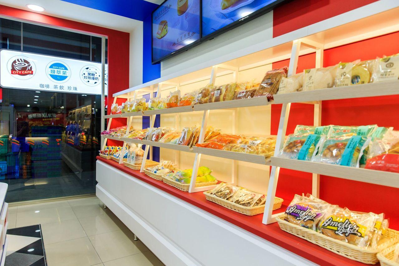 烘焙概念店導入高價值包裝麵包、現烤麵包以及冷藏甜點等3大類別,總共超過70種商品...