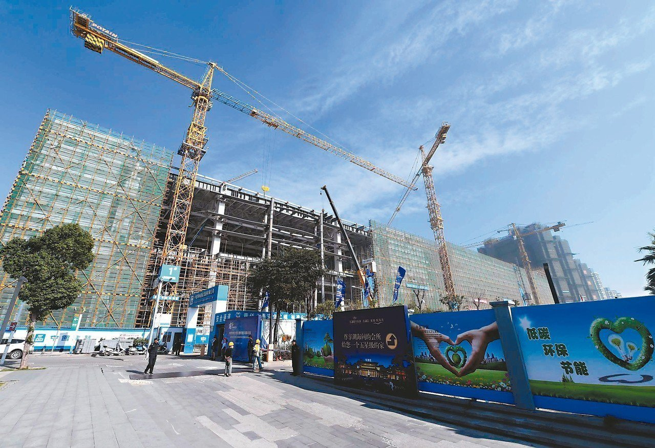 福州數字中國會展中心,鋼結構封頂完成,施工已進入尾聲,預計明年3月竣工。 中新社
