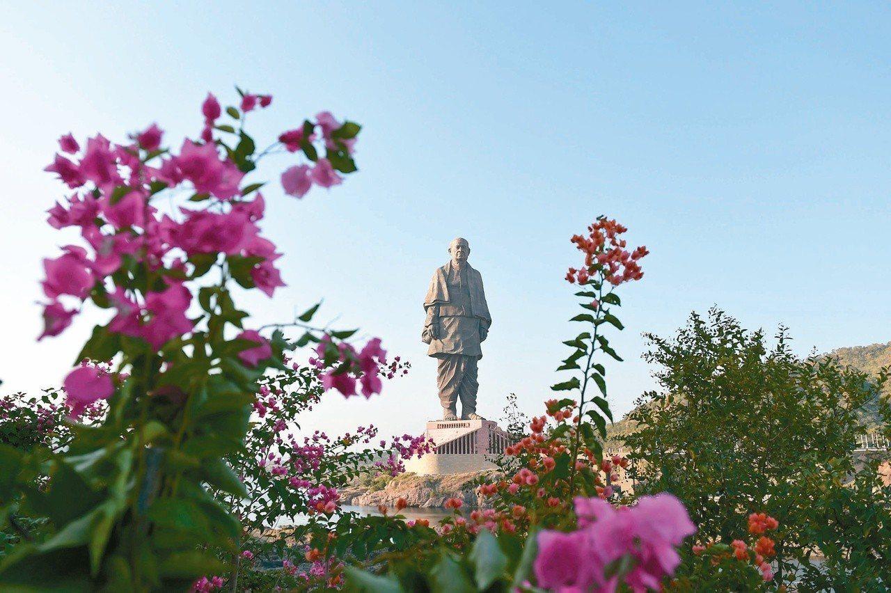 印度政府耗費近三百億盧比(約台幣一百廿五億元)打造的印度獨立運動元老巴特爾銅像卅...