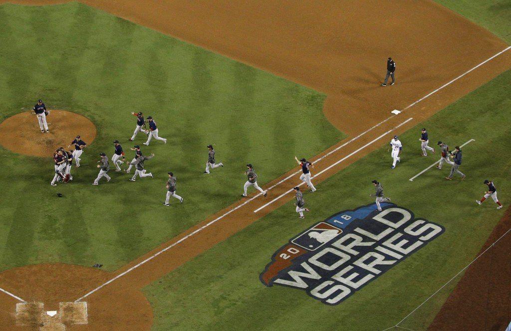 道奇沒奪冠仍展現風度,將第5戰所使用的本壘板和投手板都送交紅襪球團。 美聯社