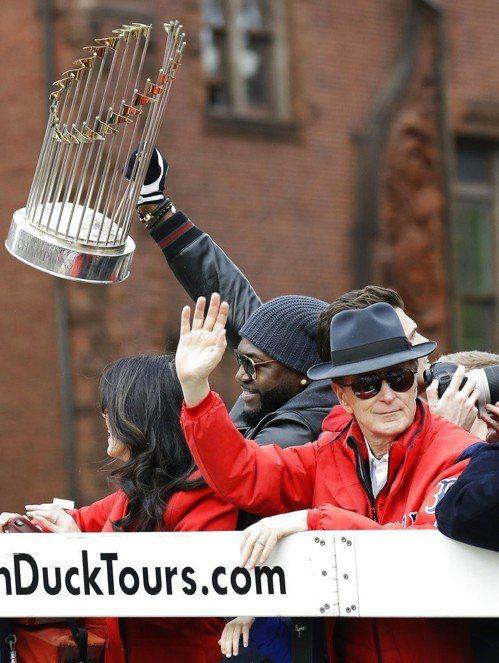 2013年冠軍隊成員的「老爹」歐提茲也在遊行行列。 美聯社