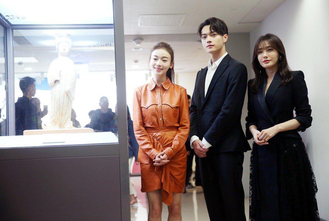 秦嵐(右起)、許凱、吳謹言三人來台參訪故宮。記者邱德祥/攝影