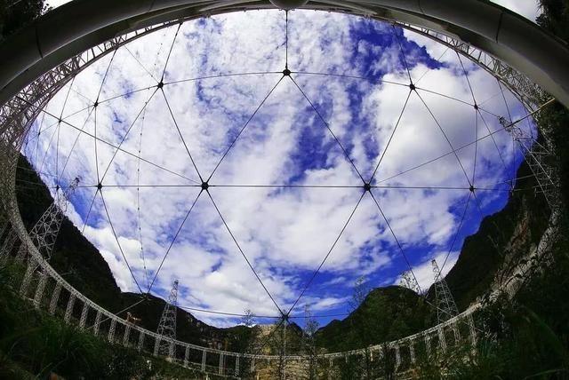 有「中國天眼」之稱的全球最大射電望遠鏡(FAST)。 (新華網)