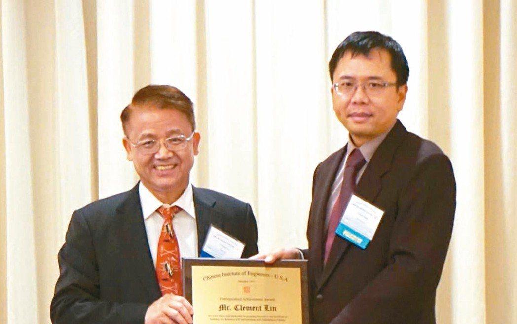 新漢(8234)董事長林茂昌(左)榮獲CIE-USA美洲中國工程師學會,於201...