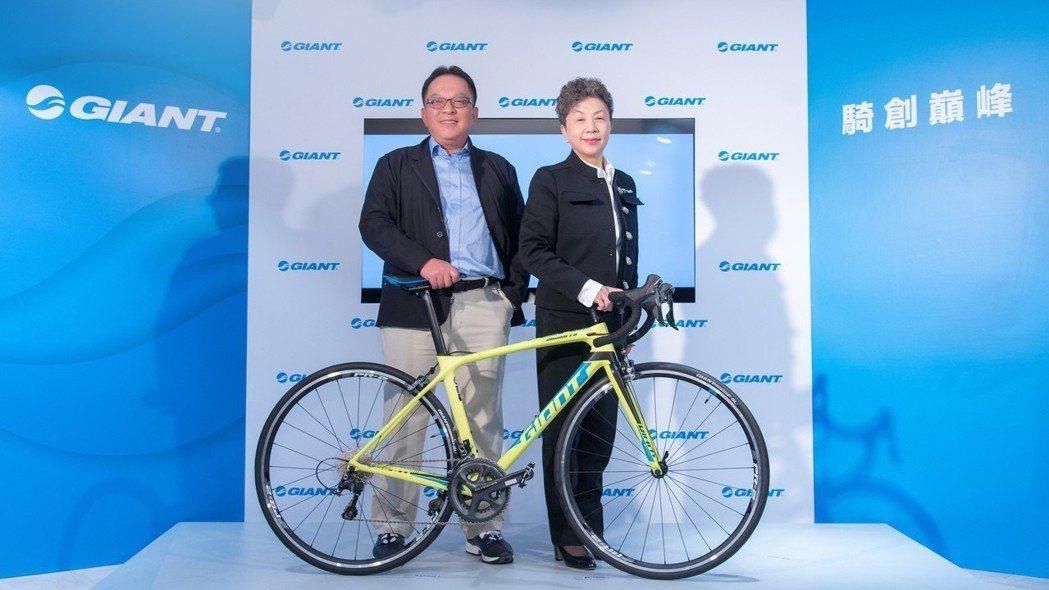 巨大董事長杜綉珍(右) 報系資料照