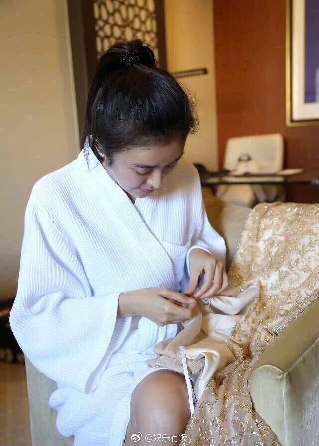 秦嵐常會親自動手縫衣服。 圖/擷自微博