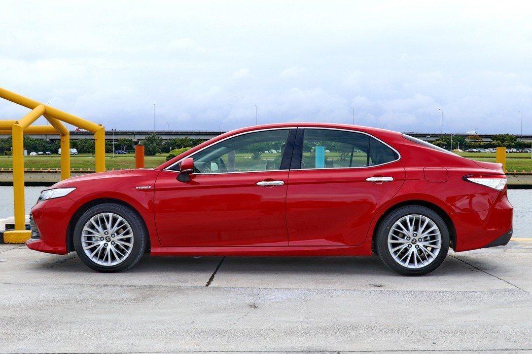全新大改款CAMRY的車身尺碼較上世代有感提升。 記者陳威任/攝影