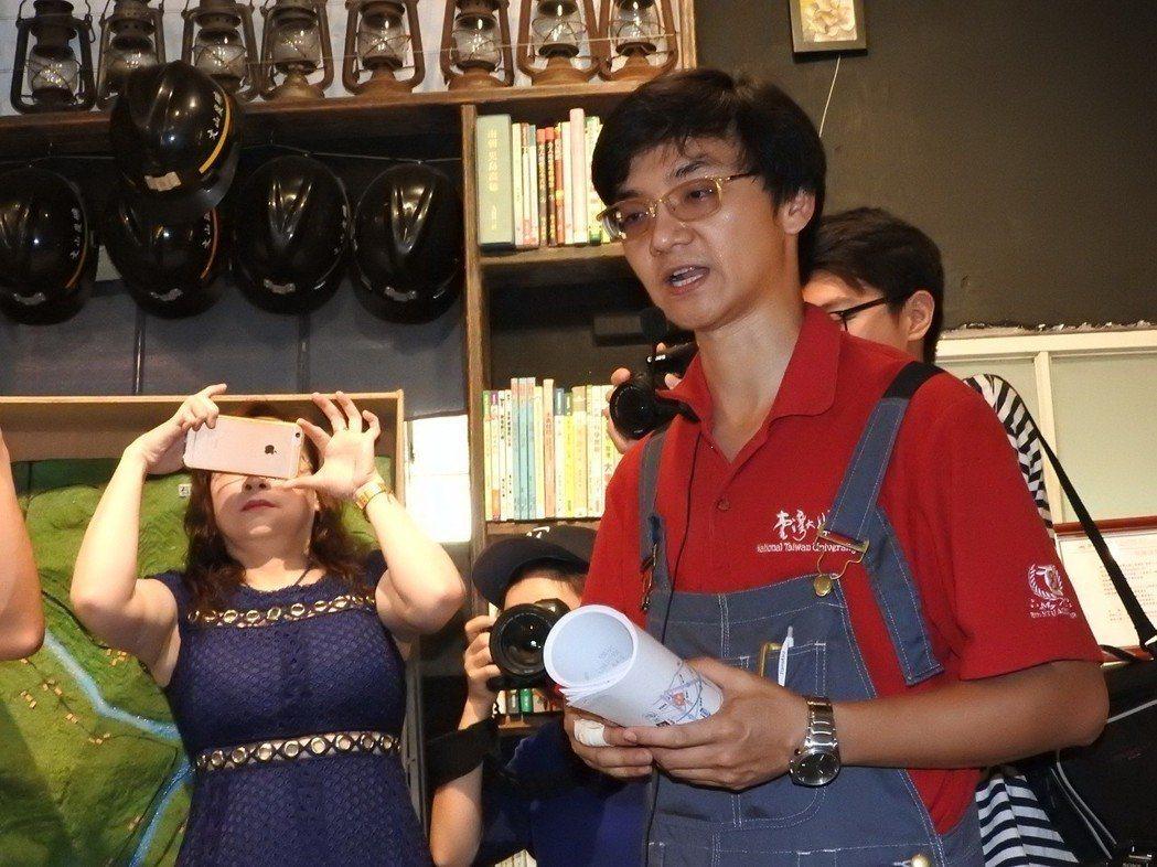 葉家豪2年前回鄉打造螢火蟲公益書屋。記者祁容玉/攝影