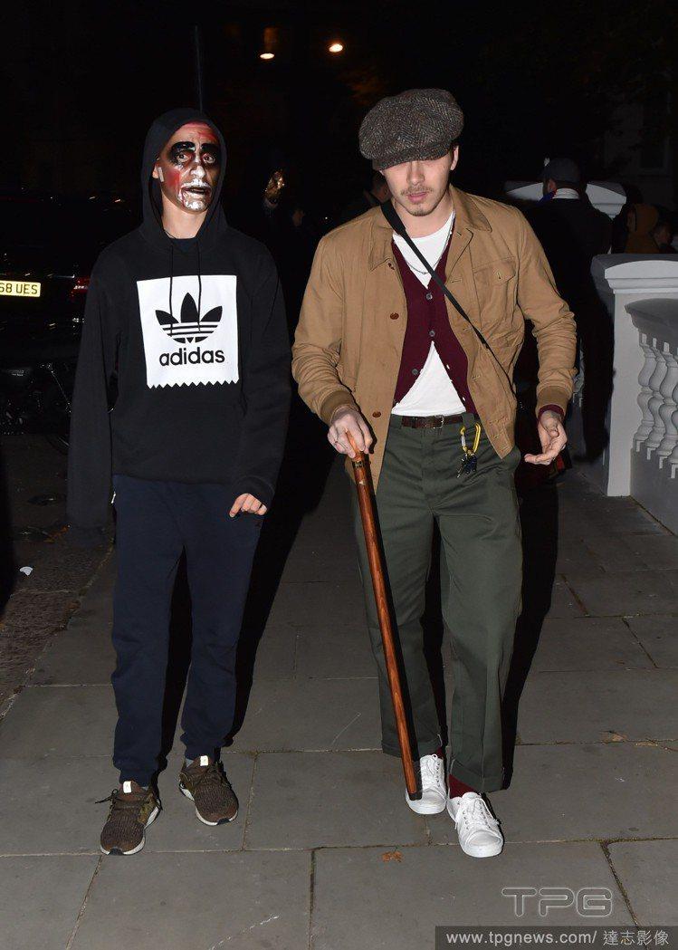 布魯克林(右)沒有打扮就出席派對。圖/達志影像