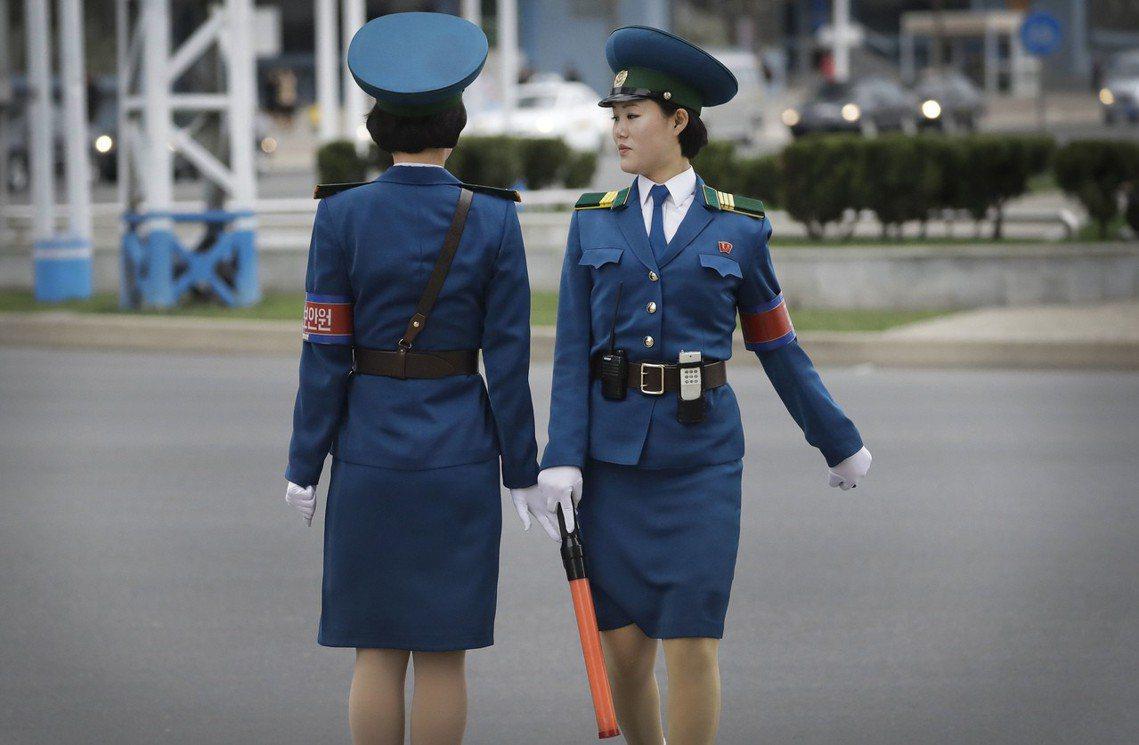 有些北韓女性會為了避免遭到性暴力,選擇加入政府或軍隊裡工作「以保障安全」,但卻沒...