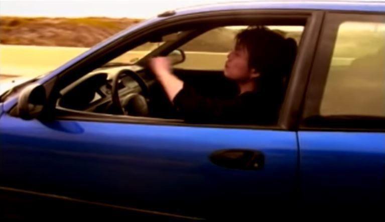 三門K6當時也在歌手伍佰的MV裡尬上一角。 摘自滾石唱片