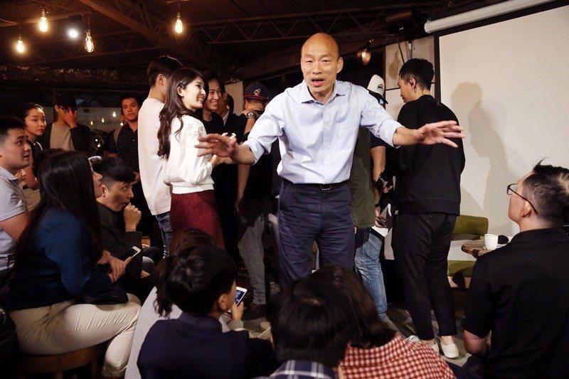 圖為韓國瑜於10月30日在台北市舉行「北漂青年與韓國瑜見面座談會」,搶攻青年選票...