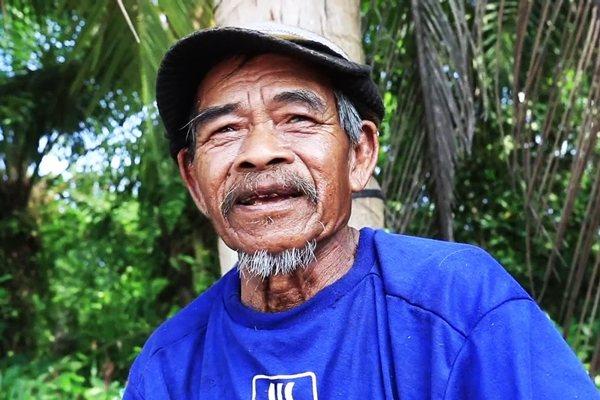 一名泰國老翁靠著拾荒變賣,買進大量土地成為大地主。圖片來源/MGR Online