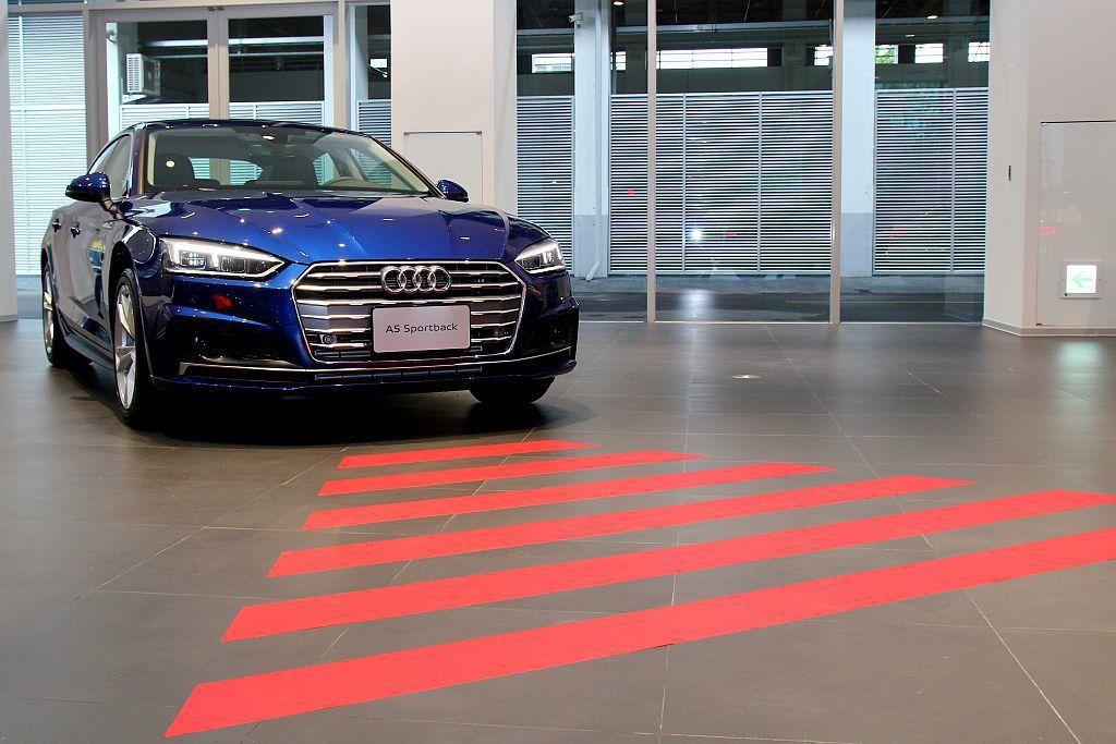 Audi pre sense front前方預警式安全防護:協助您監控前方路況是...