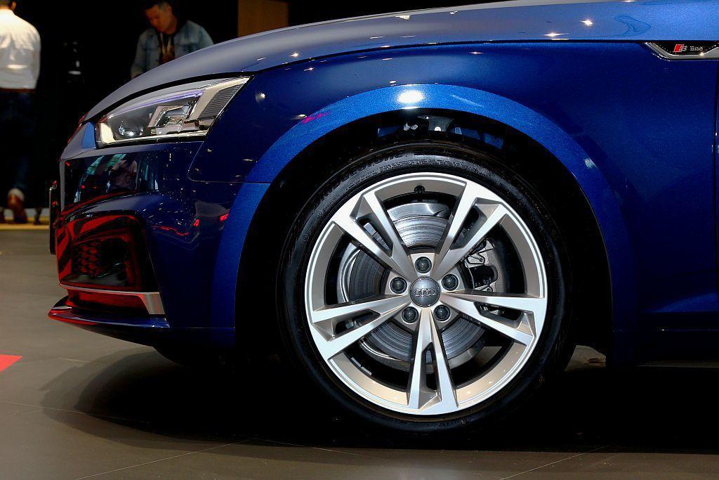 Audi A4與A5 Sportback部分車型更提供鋁合金鋁圈造型或尺碼升級。...