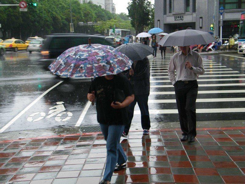 週四、週五全台有雨。(台灣醒報資料庫)
