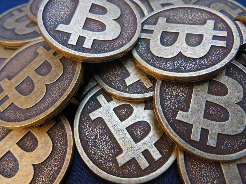 打造加密貨幣過程必須耗用大量運算資源。(Photo by BTC Keychai...