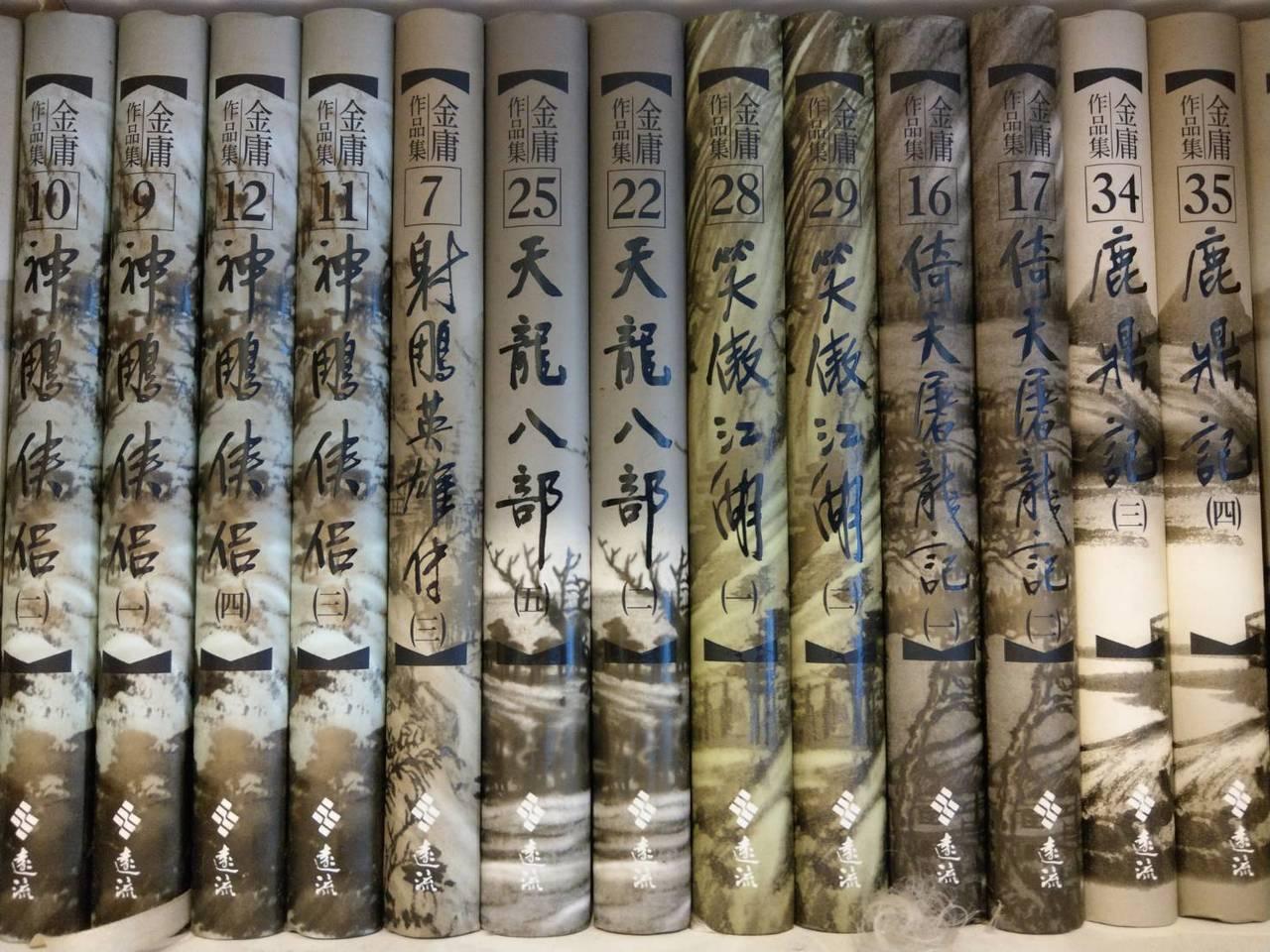 金庸的射鵰英雄傳、神鵰俠侶、天龍八部、笑傲江湖等名著,都曾被教科書收錄或被大考試...