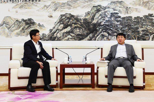 工信部副部長羅文10月30日會見富士康科技集團總經理劉揚偉。圖/取自工信部網站