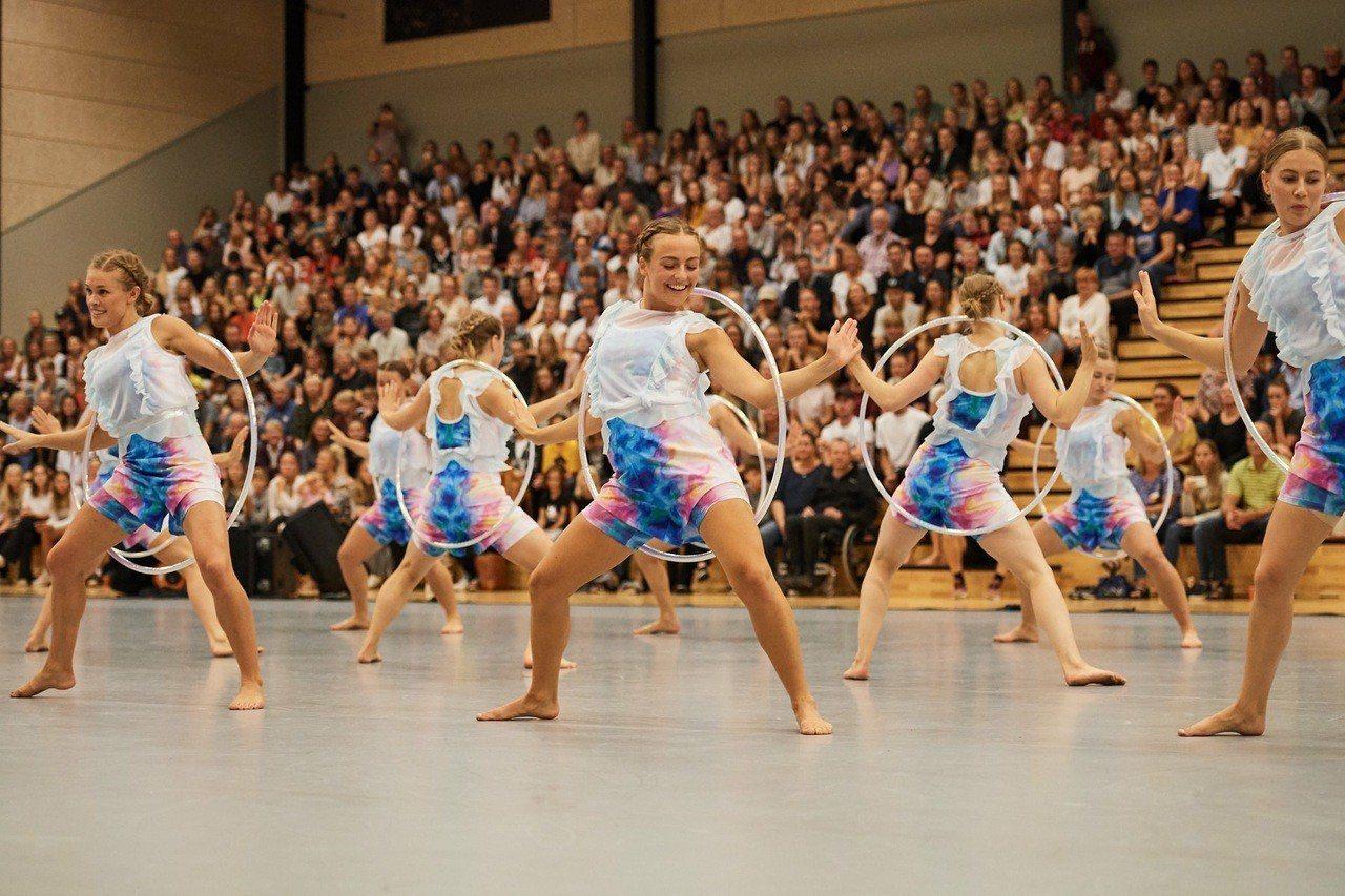 丹麥國家體操表演隊結合現代韻律體操、舞蹈、啦啦隊、藝術跳躍、空中翻滾、肢體律動與...