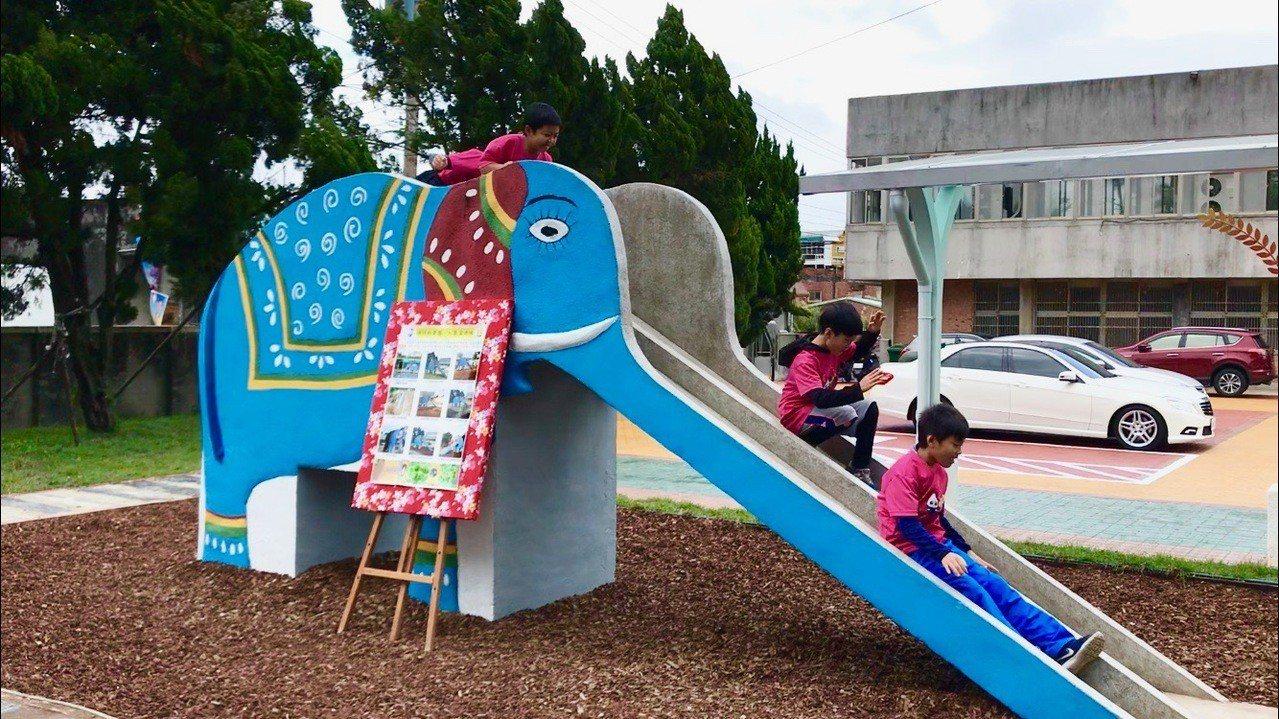 桃園市大溪區瑞祥國小今年完成前庭整修工程,曾伴隨無數學子成長的「大象溜滑梯」,近...