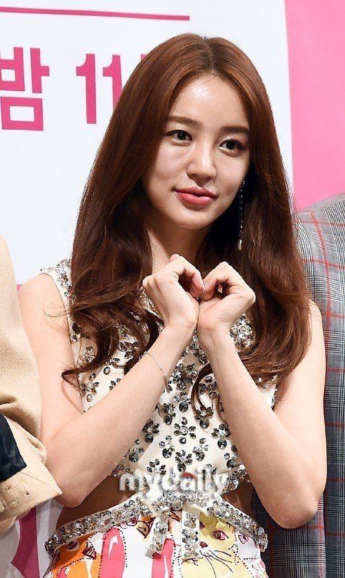 尹恩惠10月31日出席新劇發布會,臉型被指有點不自然。圖/摘自mydaily