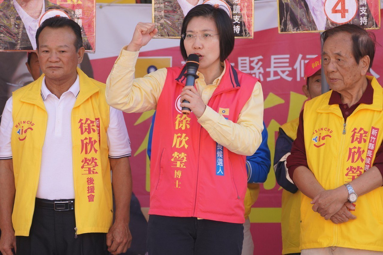 徐欣瑩(中)反對地價稅暴漲。圖/徐欣瑩競選團隊提供