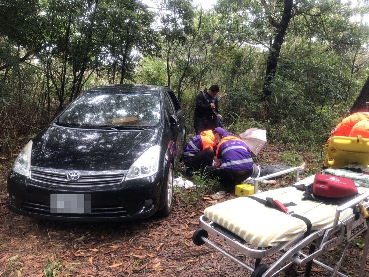 莊嫌在龜山地區產業道路飲彈自盡,尚有生命跡象被緊急送醫。記者林昭彰/翻攝