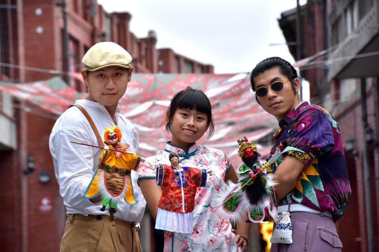 到宜蘭想要免費玩傳藝,有3種方法,其中一個是今天起整個11月,帶著布袋戲偶就可免...