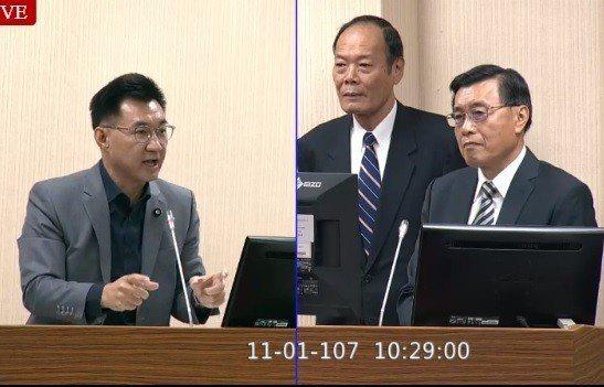 國安局長彭勝竹(右一)上午在立法院表示,關於網際網路訊息的管理,此案主政是法務部...