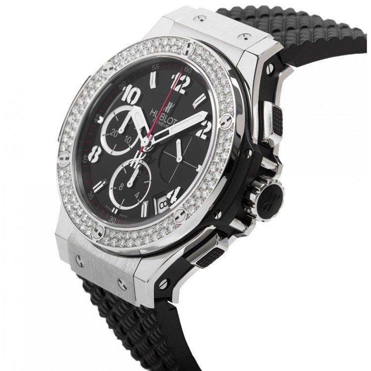 新銳球星姆巴佩配戴了Big Bang系列計時碼表,不鏽鋼表殼搭配鑲鑽表圈,約48...