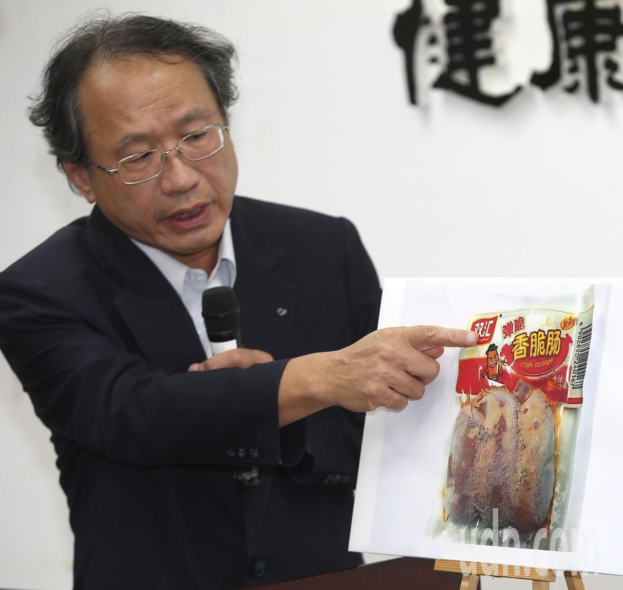 農委會副主委黃金城昨舉行「中國大陸豬肉產品驗出非洲豬瘟病毒基因」記者會,在金門小...