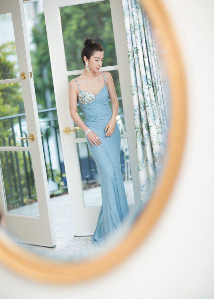 李冰冰身穿Versace訂製禮服豔光四射,仙氣逼人。圖/Versace提供