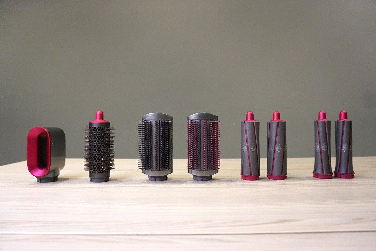 一次推出30mm與40mm共2組不同粗細的髮捲、2款順髮梳、圓梳,還有造型前吹髮...