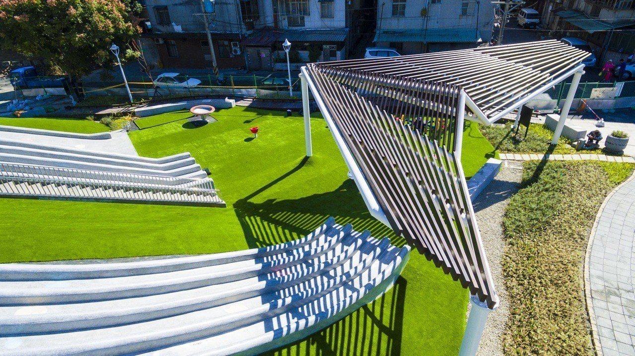 汐止白雲公園以紙飛機造型作為主題。記者陳珮琦/翻攝