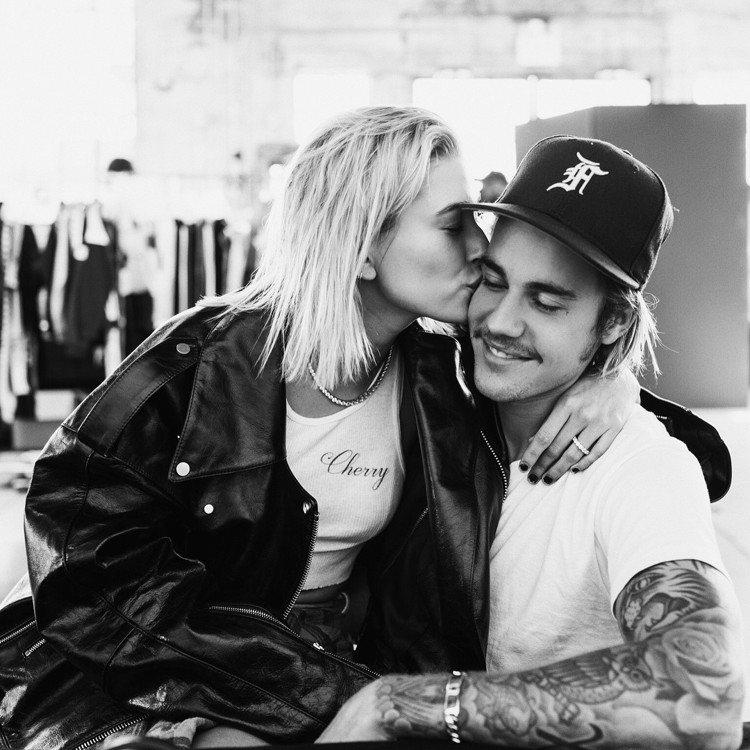 小賈(右)與海莉結婚。圖/翻攝自Justin Bieber IG
