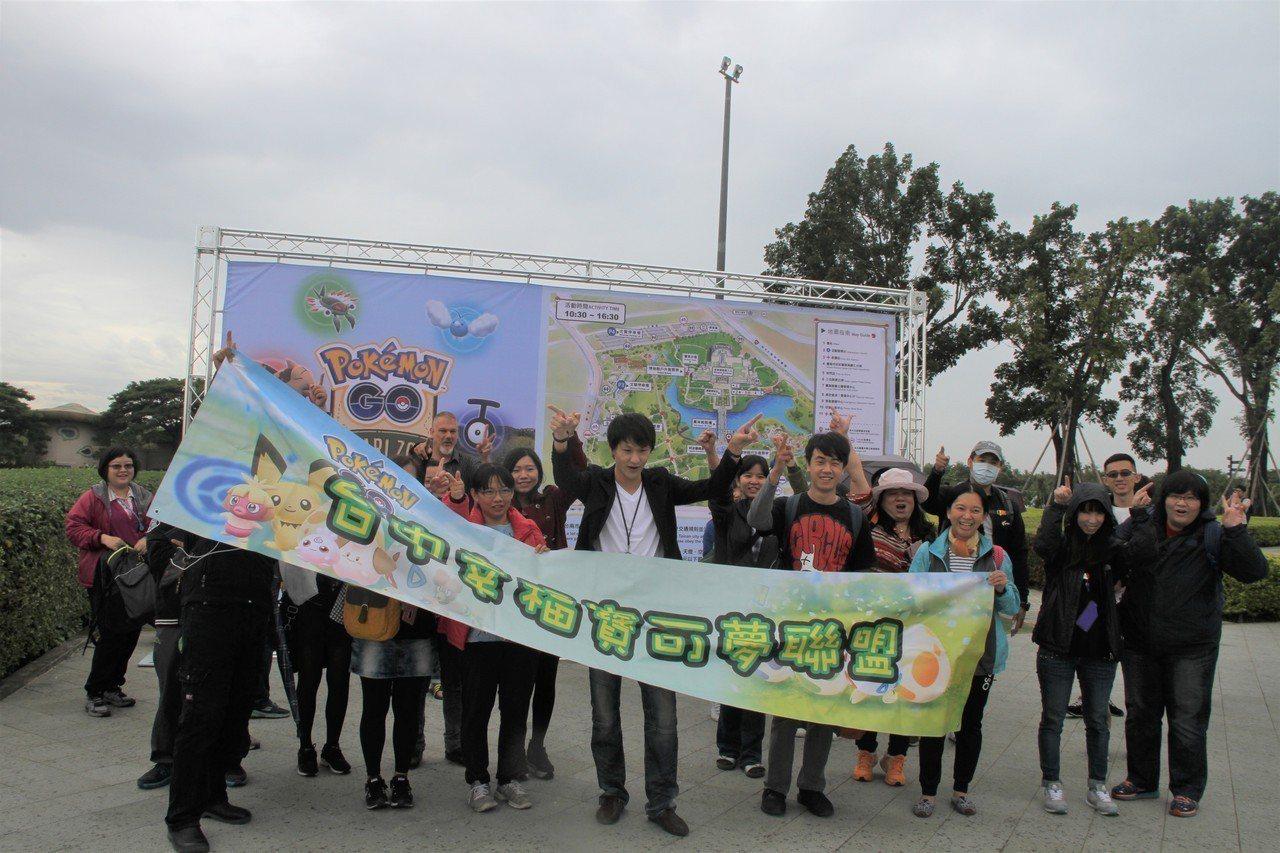 寶可夢今天起為期5天在台南登場,有外縣市組團抓寶。記者吳淑玲/攝影