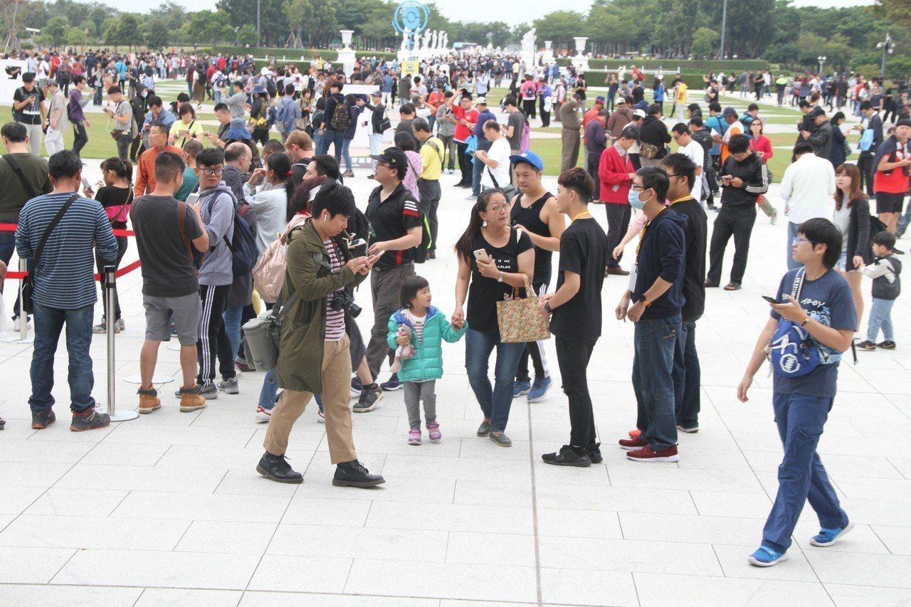 寶可夢今天起為期5天在台南登場,主場地奇美博物館今天一早就擠爆人潮。記者吳淑玲/...