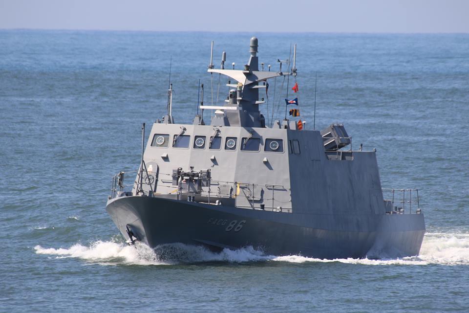 中山科學研究院結合自製光電追蹤儀與20公厘遙控機砲,構成新一代的艦載型的海基自動...