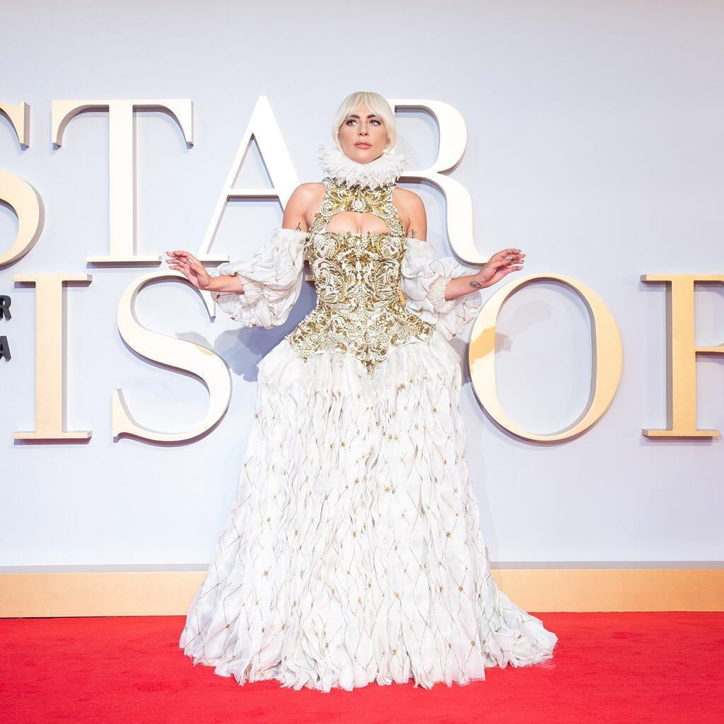 Lady Gaga穿Alexander McQueen呈現皇后般的貴族氣息。圖/...