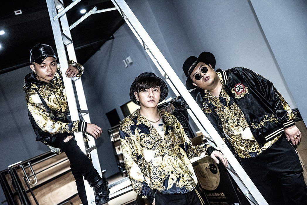 「東區不倒翁」推出首張專輯。圖/尬音樂提供