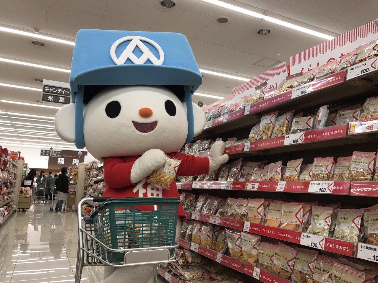 全聯福利熊前進日本逛超市,看到熊本縣小國町的FREIN超市貨架上,有滿滿的「生活...