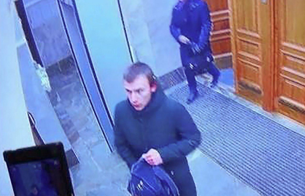 俄國調查局公布爆炸案主嫌Mikhail Zhlobitsky動手前的畫面。圖╱法...