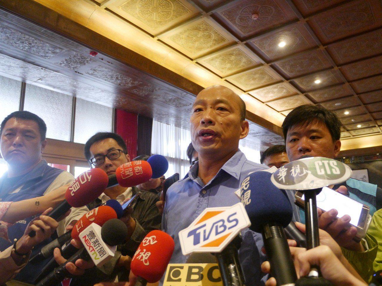 韓國瑜受訪,以「屁股毛還沒長齊」形容議員候選人,引來綠營反彈。記者徐白櫻/攝影