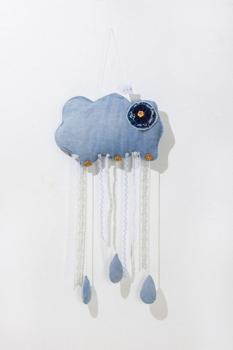 木匠的家再生衣作嬰兒床吊飾藍雲1,080元。圖/picupi挑品提供