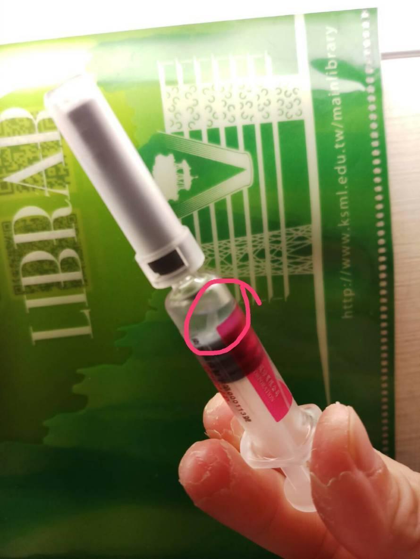據國光白色漂浮物疫苗初步報告顯示,疫苗的白色懸浮物證實是針筒托盤材碎片。圖/疾管...