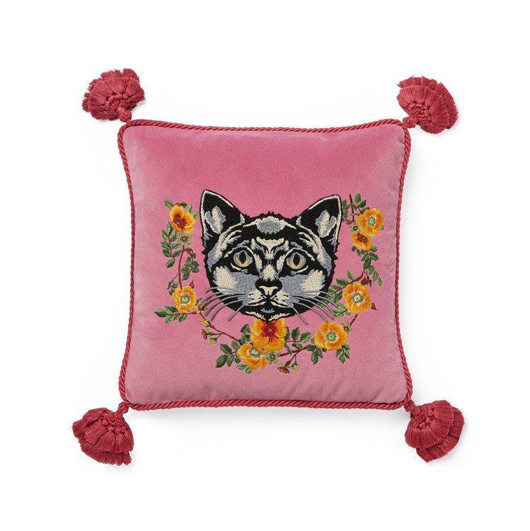 貓咪刺繡抱枕,49,000元。圖/Gucci提供