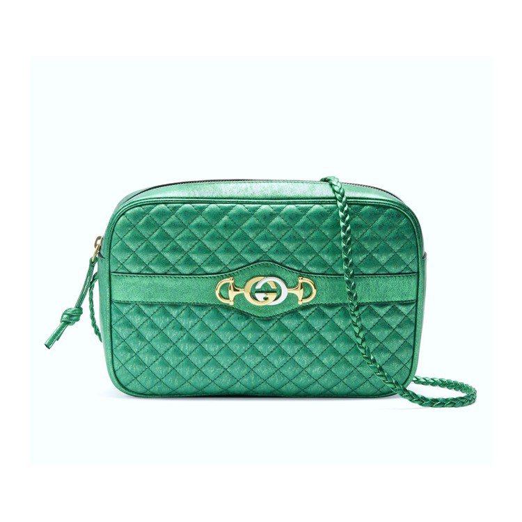 經典馬銜鍊飾菱格紋金屬皮革肩背包(綠),58,700元。圖/Gucci提供