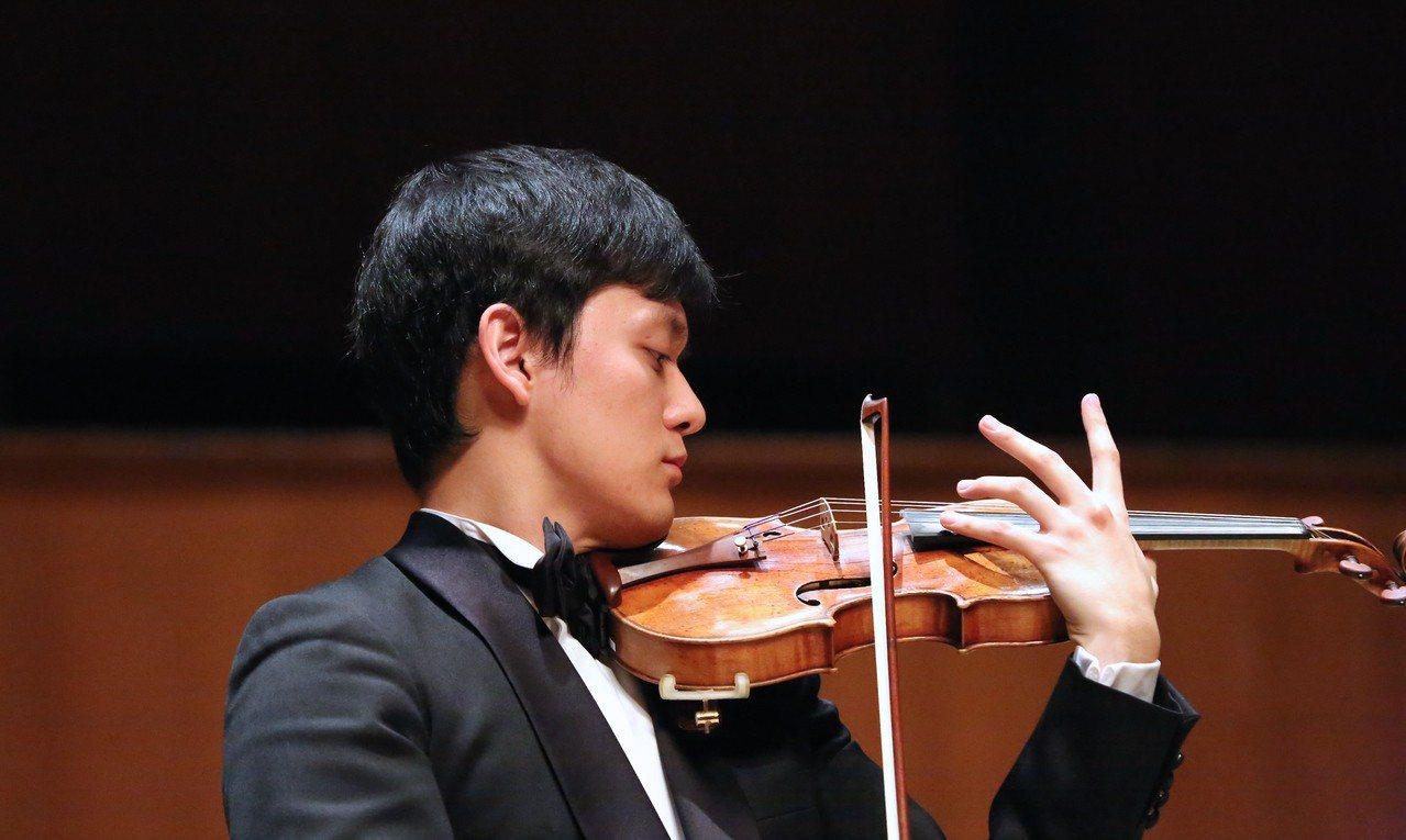 曾宇謙2015年奪得柴可夫斯基音樂大賽小提琴首獎,並從美國費城寇蒂斯音樂學院畢業...